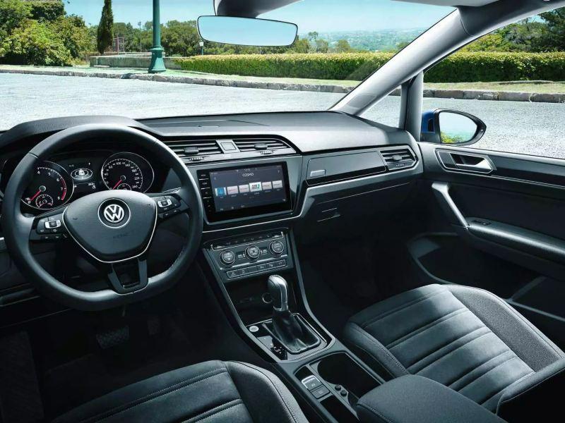 Volkswagen Touran intérieur